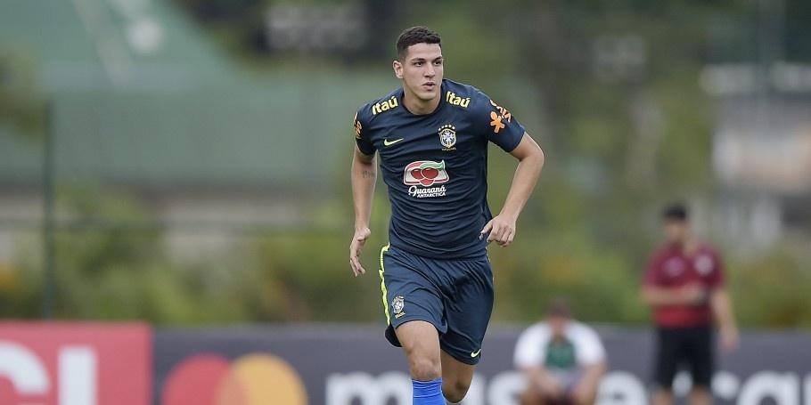 Nino em jogo-treino da seleção brasileira