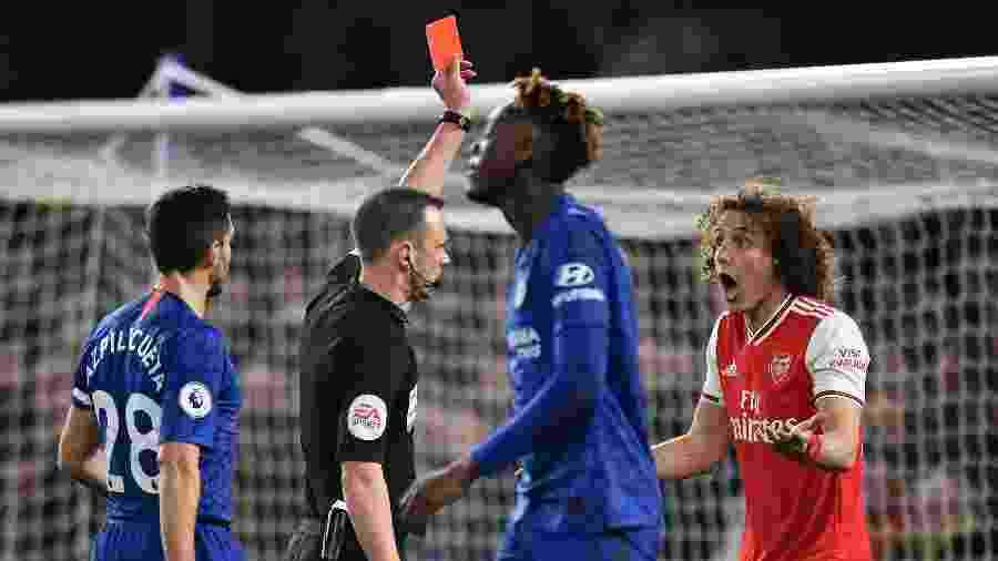 David Luiz é expulso em clássico entre Chelsea e Arsenal - Ashley Western/MB Media/Getty Images