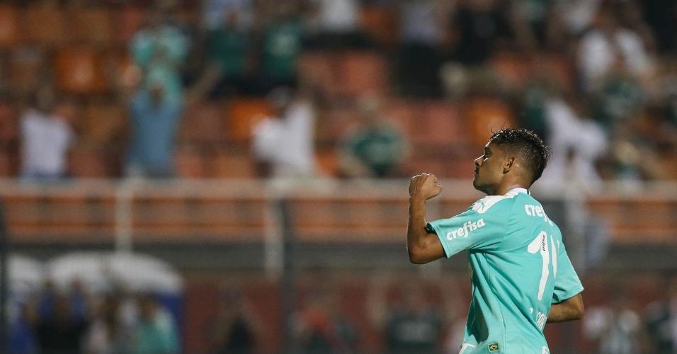 Gustavo Scarpa comemora o gol marcado pelo Palmeiras no jogo contra o Oeste