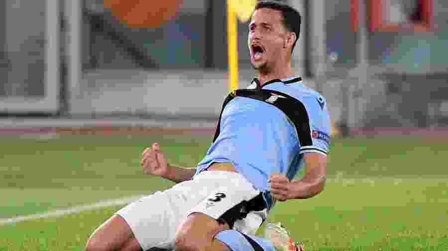 Luiz Felipe comemora gol da Lazio sobre o Borussia Dortmund - REUTERS/Alberto Lingria