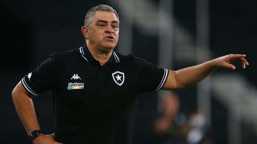 Marcelo Chamusca, técnico do Botafogo, comanda o time no jogo contra o Boavista - Vitor Silva/Botafogo