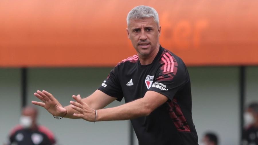Hernán Crespo pediu ao São Paulo a contratação de um zagueiro argentino. Diretoria estuda ação no mercado da bola - Divulgação/São Paulo FC