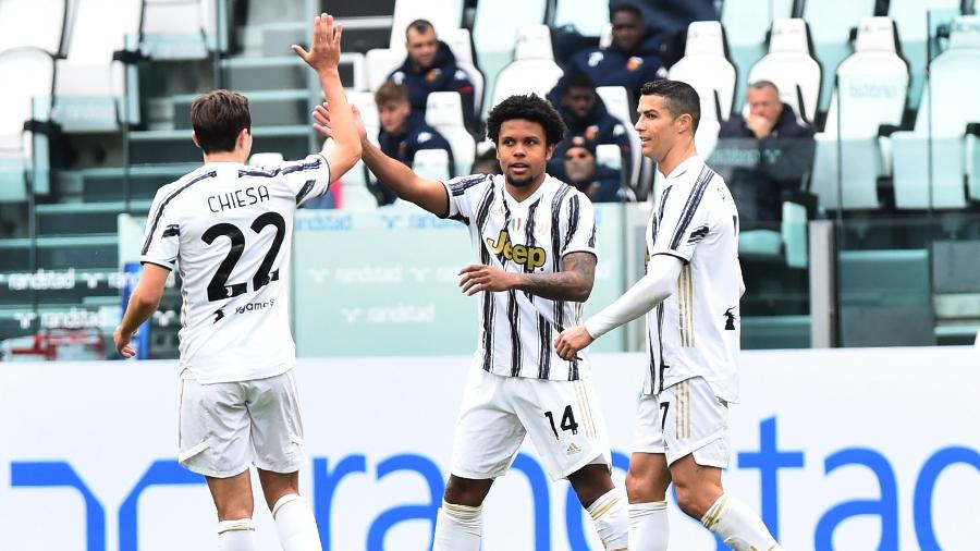 Jogadores da Juventus comemoram gol marcado contra o Genoa, em partida válida pelo Campeonato Italiano - Massimo Pinca/REUTERS