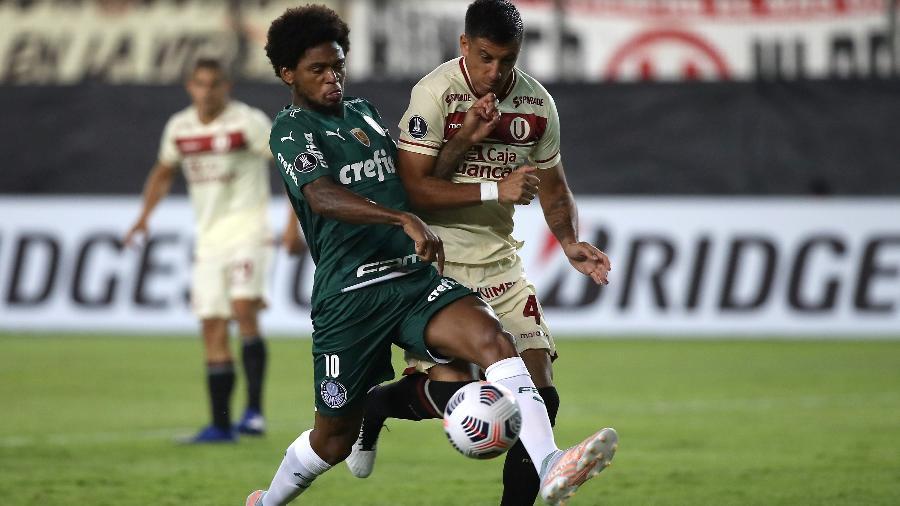 Luiz Adriano em ação na partida entre Universitario e Palmeiras, pela Libertadores - Getty Images