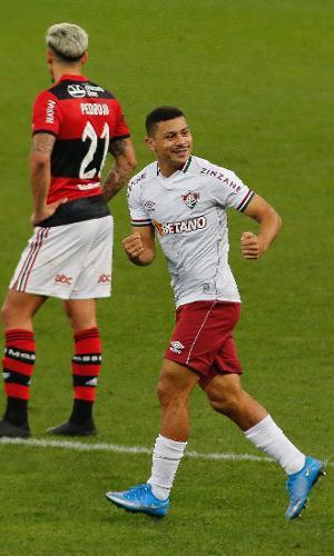 André comemora gol para o Fluminense contra o Flamengo
