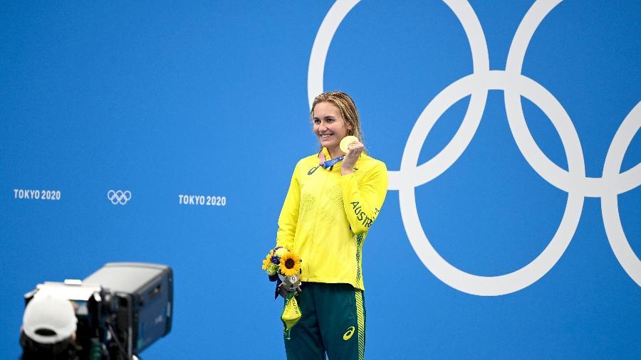 Ariarne Titmus, da Australia, celebra medalha de ouro nos 200m livre - Delly Carr/Getty Images
