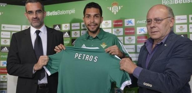 Petros ficou duas temporadas no Bétis e agora retornará ao futebol brasileiro