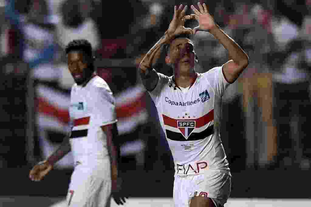 Centurión comemora segundo gol do São Paulo no Morumbi - AFP PHOTO / NELSON ALMEIDA