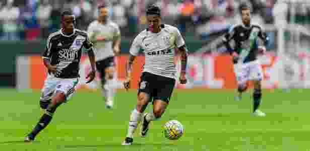 Giovanni Augusto conduz a bola em partida contra a Ponte Preta pela terceira rodada do Brasileirão - Adriano Vizoni/Folhapress - Adriano Vizoni/Folhapress