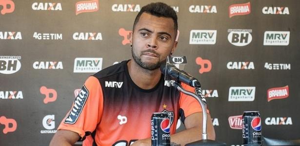 Rafael Carioca, volante do Atlético-MG, dispara contra Marcelo Oliveira