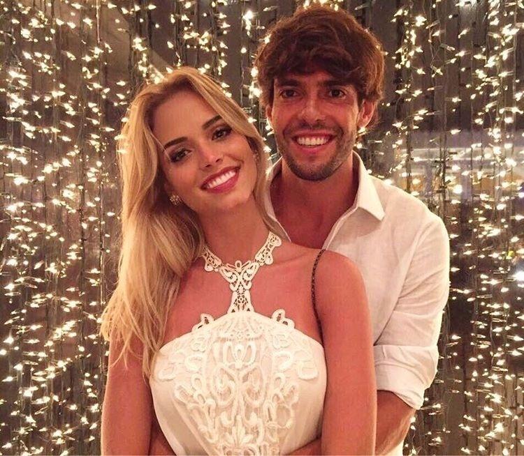 Kaká aproveitou a virada de ano ao lado de Carolina Dias, sua nova namorada