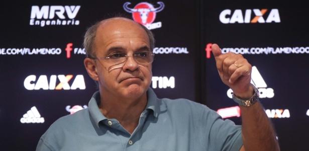 Eduardo Bandeira de Mello colocou em prática a substituição no comando do futebol