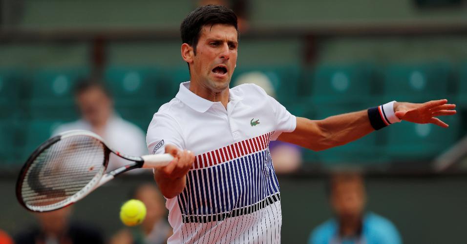 Novak Djokovic durante jogo contra Marcel Granollers