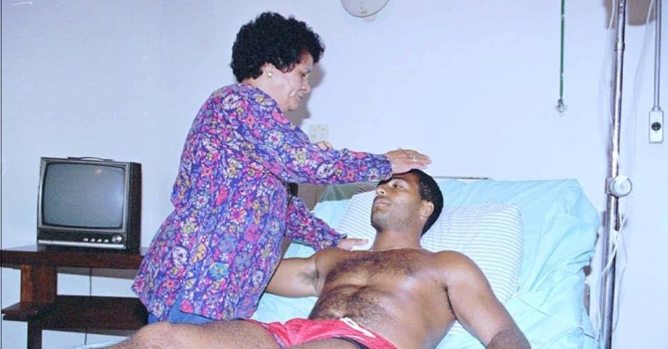 Romário e sua mãe, dona Lita