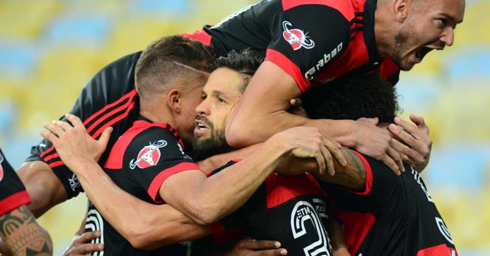 Jogadores do Flamengo comemoram gol de Diego diante do Fluminense pelo Campeonato Brasileiro 2017