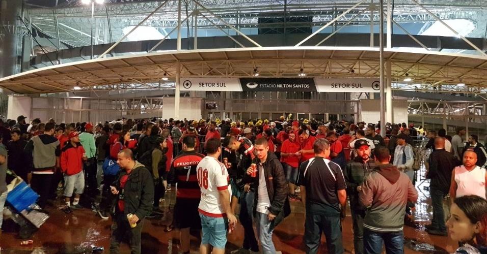 Organizadas do Flamengo chegaram escoltadas pela Polícia Militar