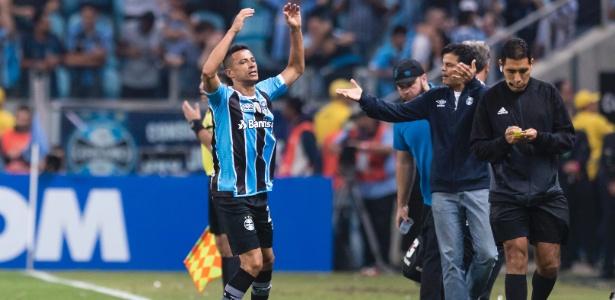 Cícero comemora o gol do Grêmio na partida de ida da final da Libertadores, contra o Lanús