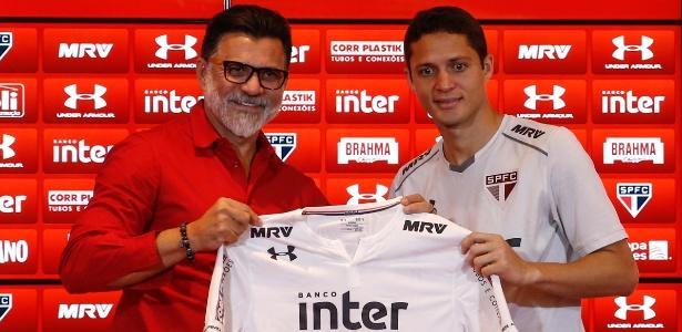 Ricardo Rocha na apresentação de Anderson Martins; dirigente curtiu post e foi criticado
