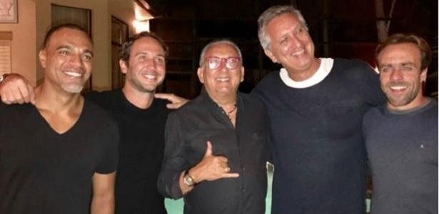 Freire (segundo, da dir. para esquerda), posa ao lado de Galvão, Roger e Denilson