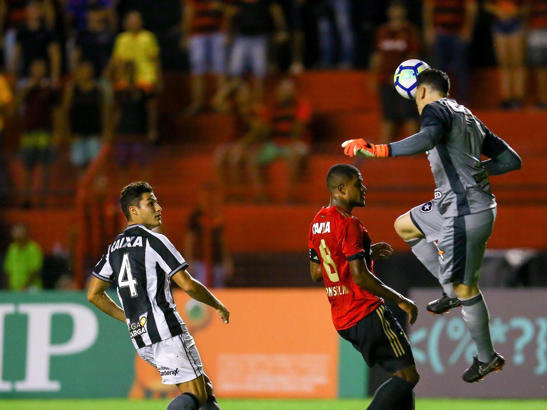 Gatito Salva Botafogo Empata Com Sport E Segue Sem Vencer No Brasileirao 23 04 2018 Uol Esporte