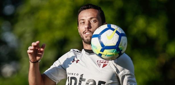 Nenê saiu com dores na coxa esquerda no jogo contra o Atlético-MG
