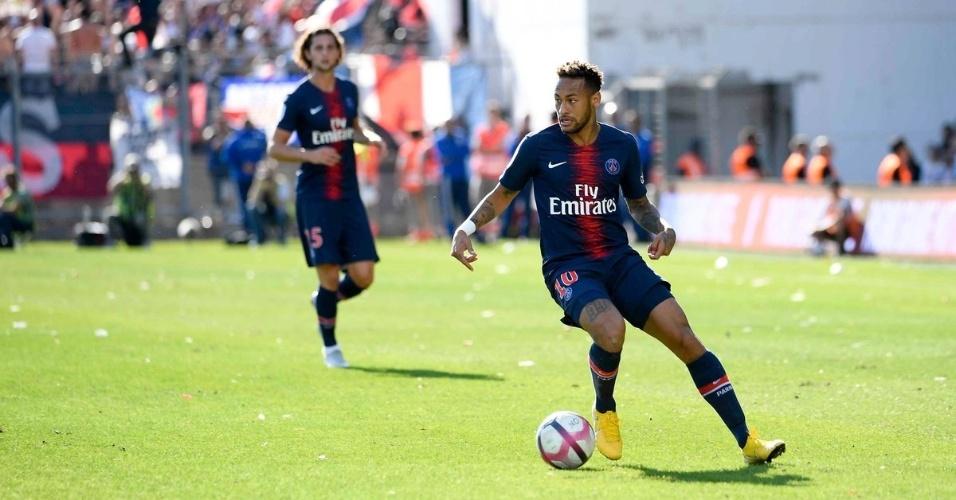 Neymar em ação pelo PSG contra o Nîmes