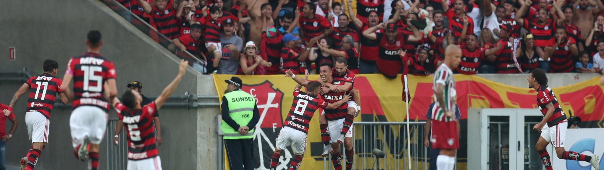 Jogadores do Flamengo comemoram gol de Uribe no clássico contra o Fluminense