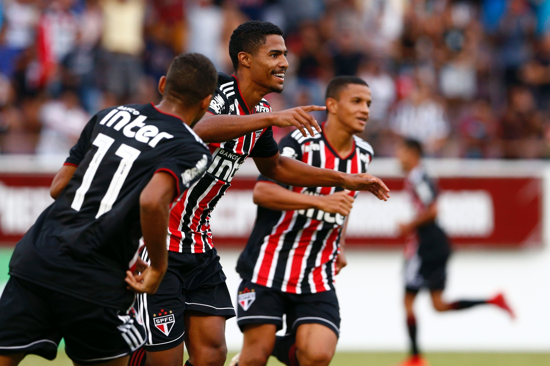 São Paulo conta com show de artilheiro e avança na Copinha - 11 01 2019 -  UOL Esporte e6d98502a966c