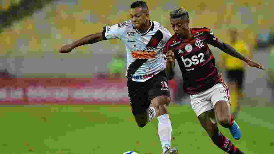 Bruno Henrique e Guarín, durante partida entre Flamengo e Vasco -  Thiago Ribeiro/AGIF