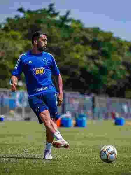 Lateral direito Edilson, em treino do Cruzeiro na Toca da Raposa - Vinnicius Silva/Cruzeiro
