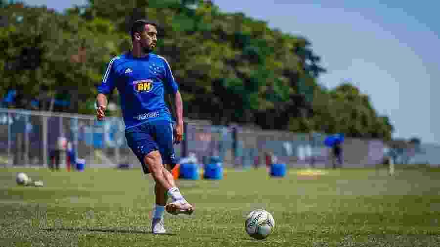 Lateral direito Edilson foi dispensado pelo Cruzeiro no mês passado - Vinnicius Silva/Cruzeiro