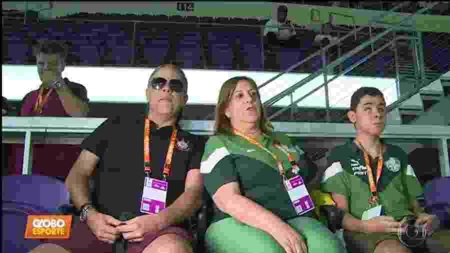 Silvia Grecco com Nickollas e Dudu Braga - Reprodução/Globo