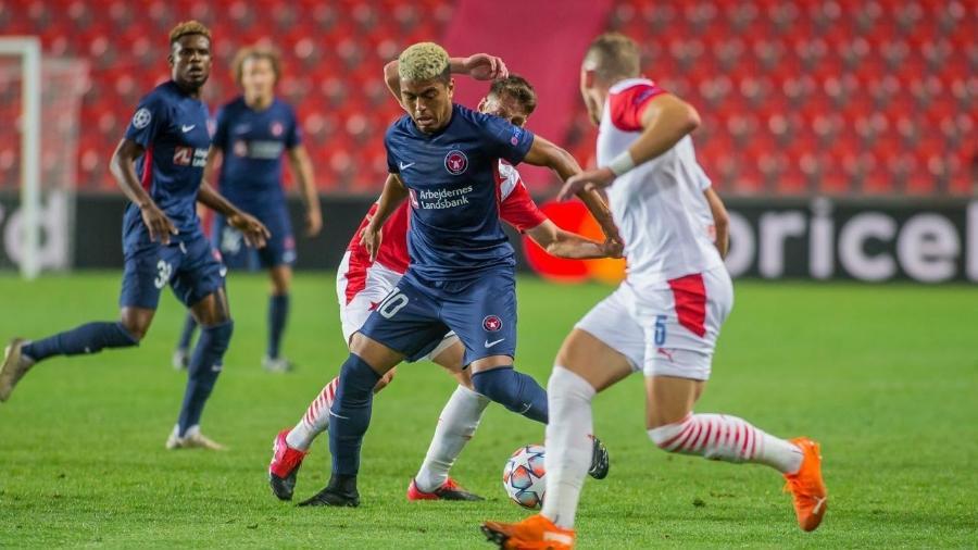Evander em ação pelo Midtjylland, que está a um jogo da fase de grupos da Champions - Divulgação