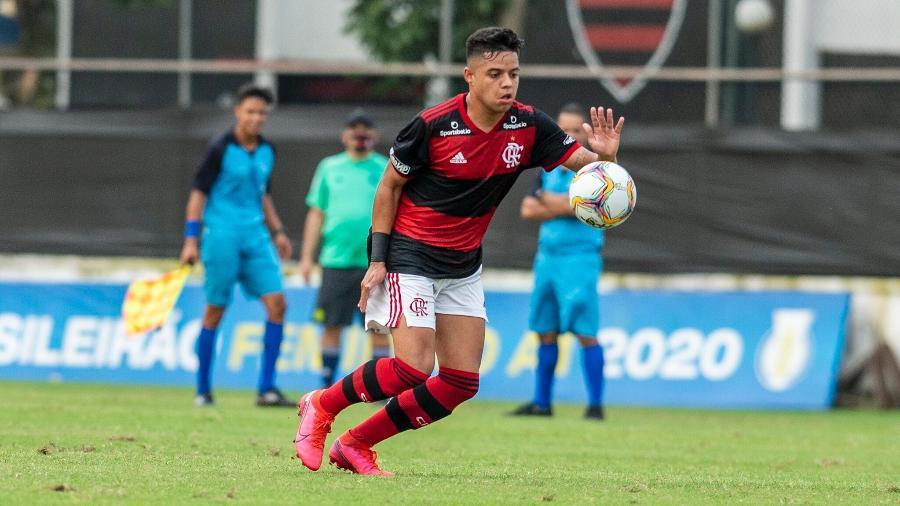 Jo�o Gabriel busca trilhar passos do pai no Flamengo
