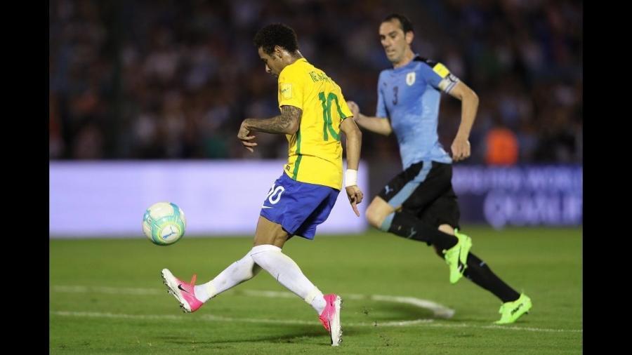 Neymar na vitória do Brasil por 4 x 1 sobre o Uruguai em Montevidéu, pelas Eliminatórias - Pedro Martins / MoWA Press