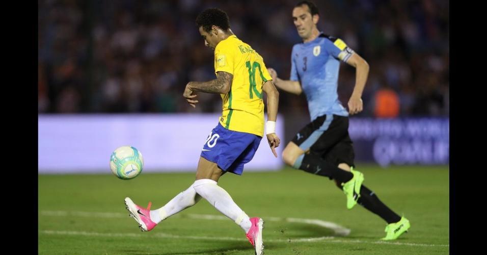Neymar na vitória do Brasil por 4 x 1 sobre o Uruguai em Montevidéu, pelas Eliminatórias
