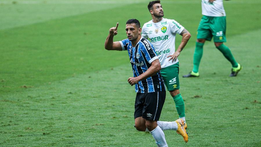 Centroavante marcou ainda no primeiro tempo, de cabeça e com chute de pé direito, com passes de Pepê - Fernando Alves/AGIF