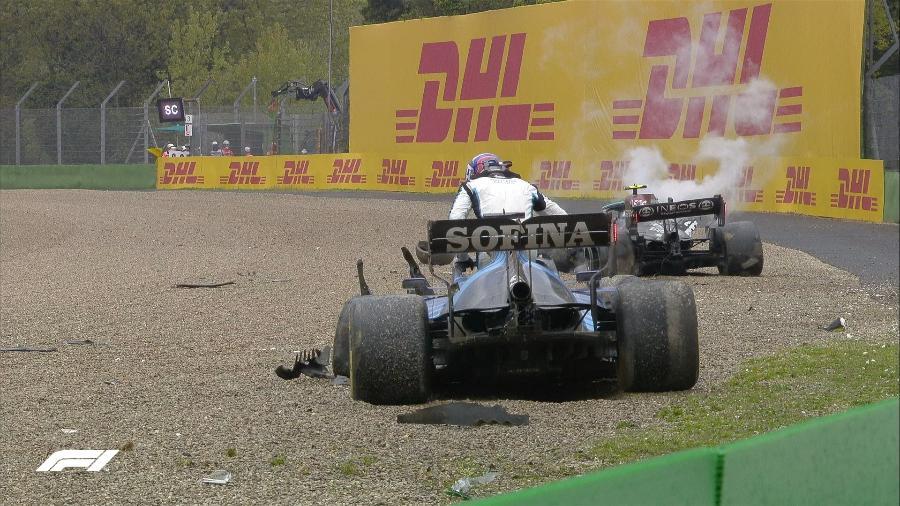 Russell e Bottas sofrem acidente na curva de Tamburello e estão ambos fora do GP de Imola - Reprodução/Twitter @Formula1