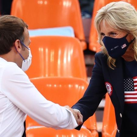 Macron e Jill Biden assistindo o jogo entre França e EUA no basquete 3x3 - REUTERS/Andrew Boyers