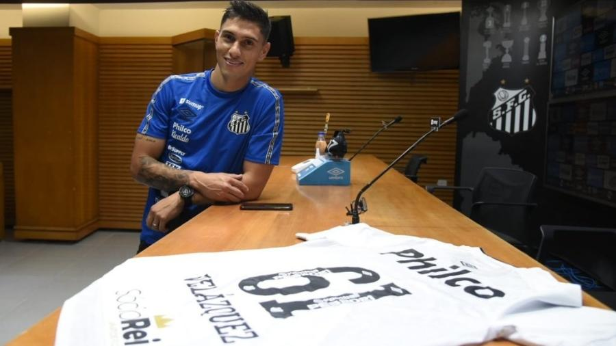 Emiliano Velázquez é apresentado no Santos e usará a camisa 61 - Divulgação