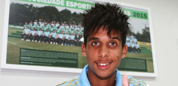 Meia-atacante Vitinho acertou novo contrato de cinco anos com o Palmeiras