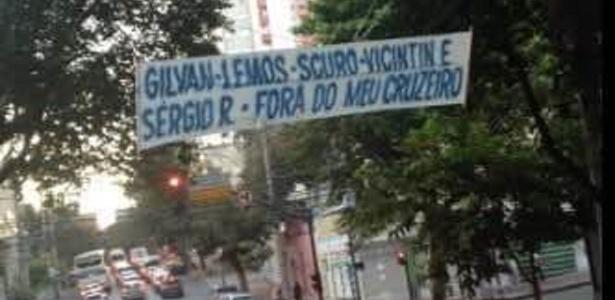 Torcedores do Cruzeiro protestam contra a diretoria