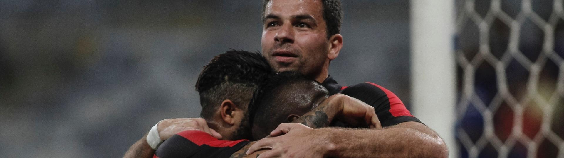 André Lima comemora gol do Atlético-PR diante do Cruzeiro no Estádio do Mineirão