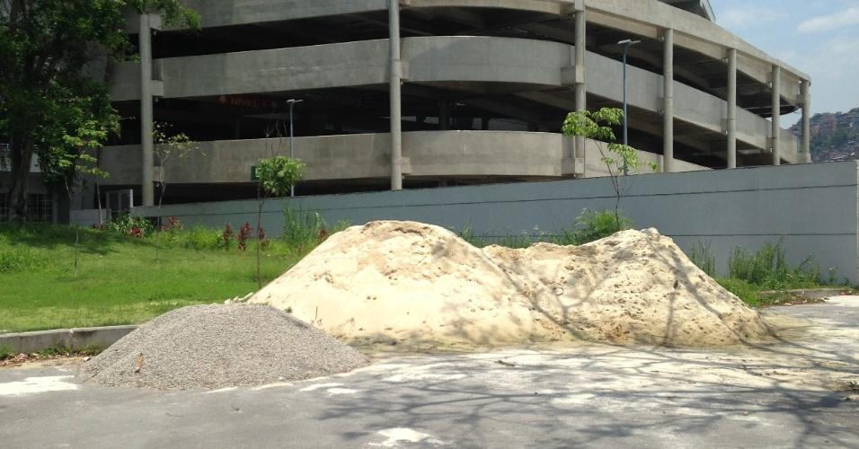 Área externa do Maracanã também foi entregue com sinais de degradação após a Rio-2016