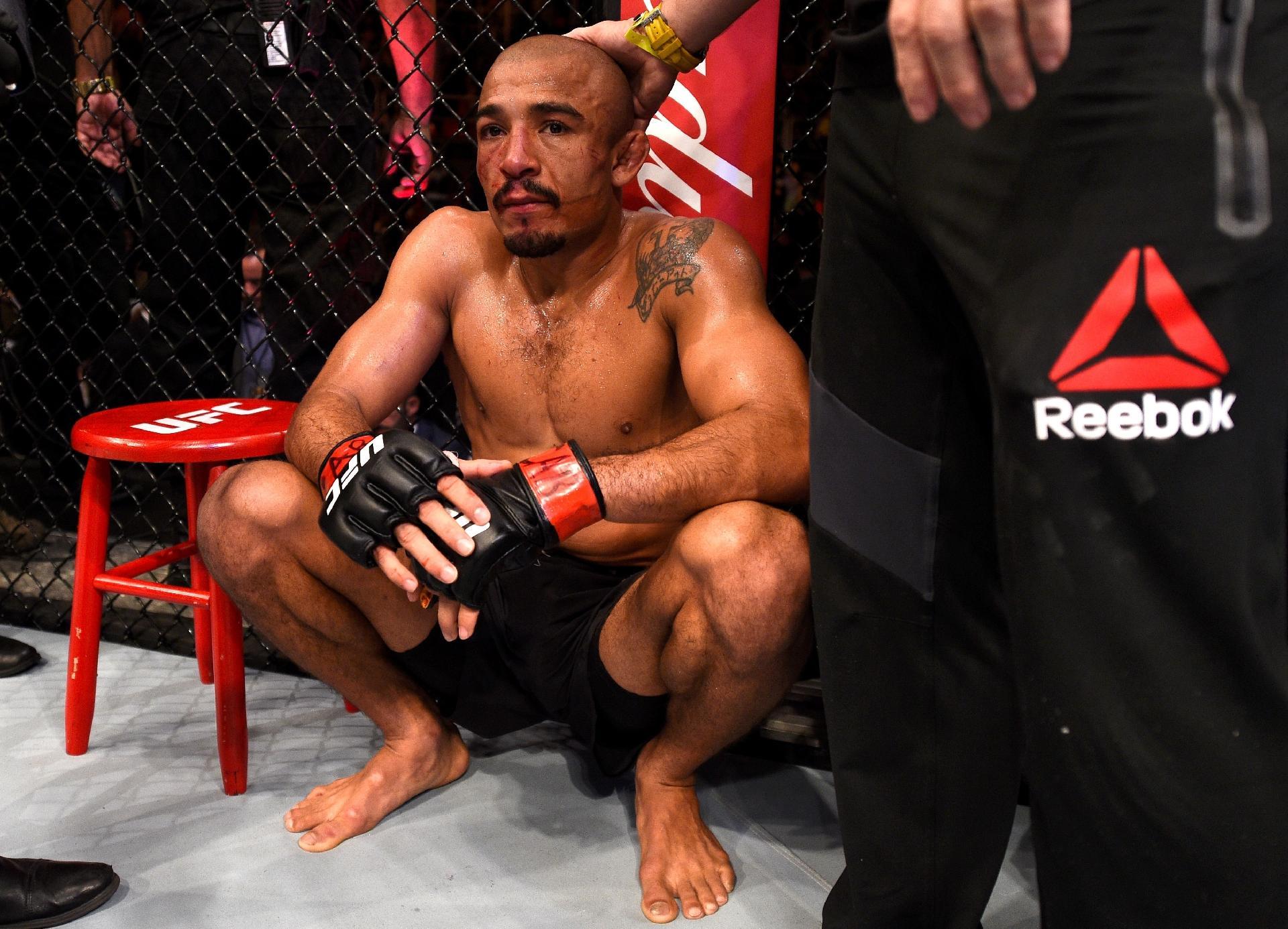 Choro e silêncio  Aldo não esconde frustração com derrota em casa no UFC -  04 06 2017 - UOL Esporte d77c8b0eb217e
