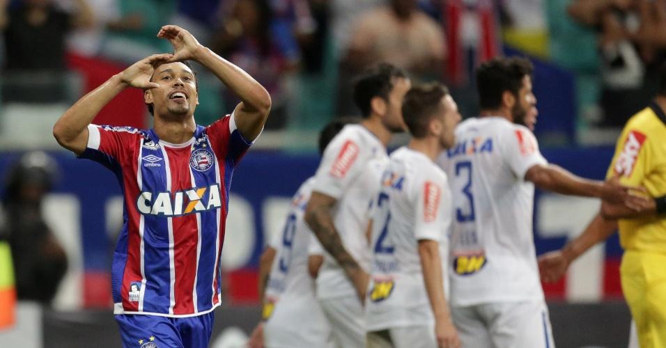 Edigar Junior comemora gol do Bahia contra o Cruzeiro