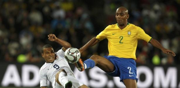 Lateral-direito acumula títulos e duas edições da Copa disputadas pela seleção - Reuters