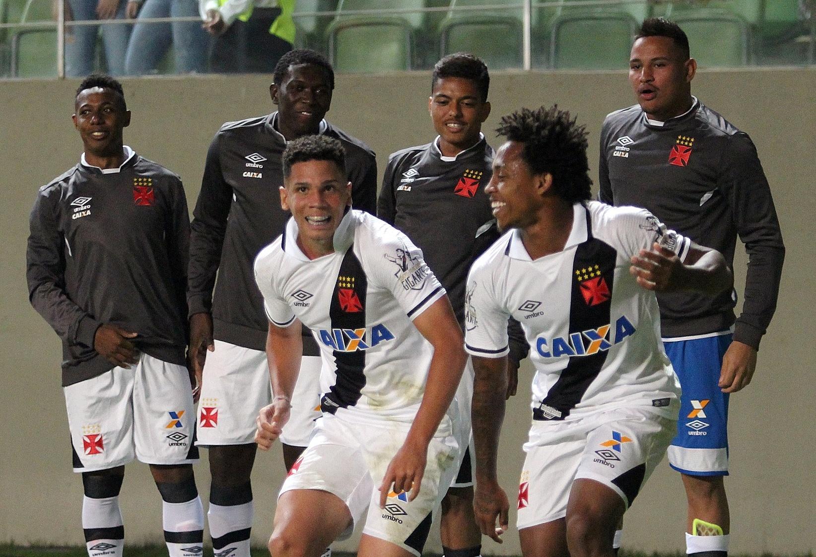 Paulinho abriu o placar para o Vasco contra o Atlético-MG