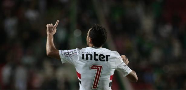 Nenê só avisou Araruna que bateria falta direto para o gol contra o América-MG