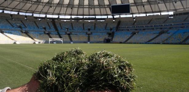 Gramado do Maracanã está sendo cuidado e aparado durante a Copa